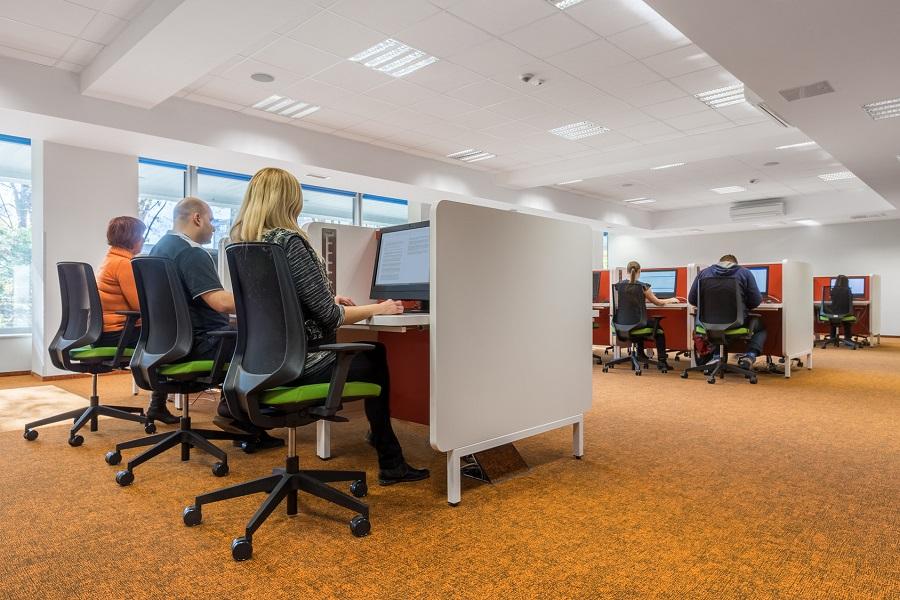 La importancia de la iluminación en la oficina