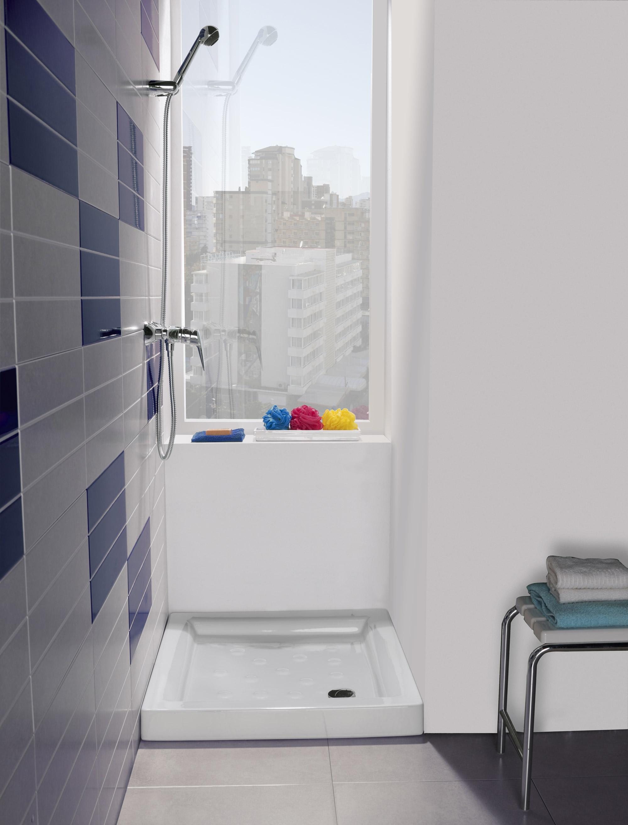 C mo elegir el plato de ducha perfecto novelec for Como limpiar el plato de ducha