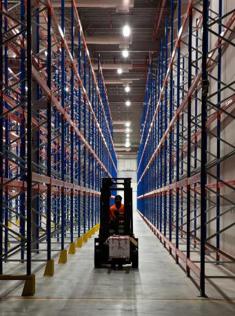 iluminación en centros logísticos